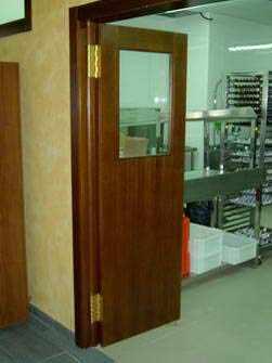Puertas de vaiv n carpinter a pallas deus for Puertas vaiven para cocina