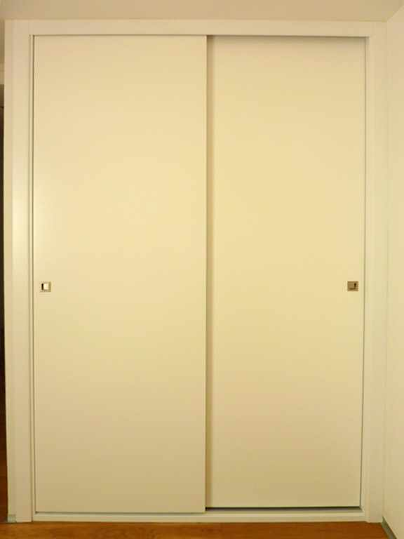 Armarios empotrados puertas correderas carpinter a - Pomos puertas armarios ...
