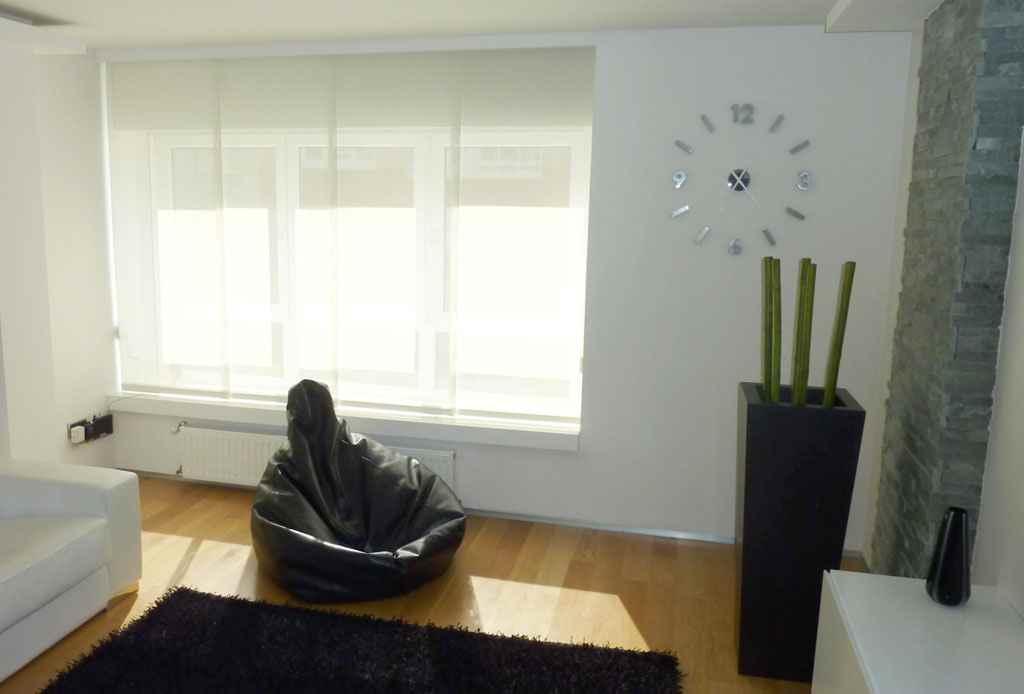 Muebles lacados en blanco carpinter a pallas deus - Panel japones salon ...
