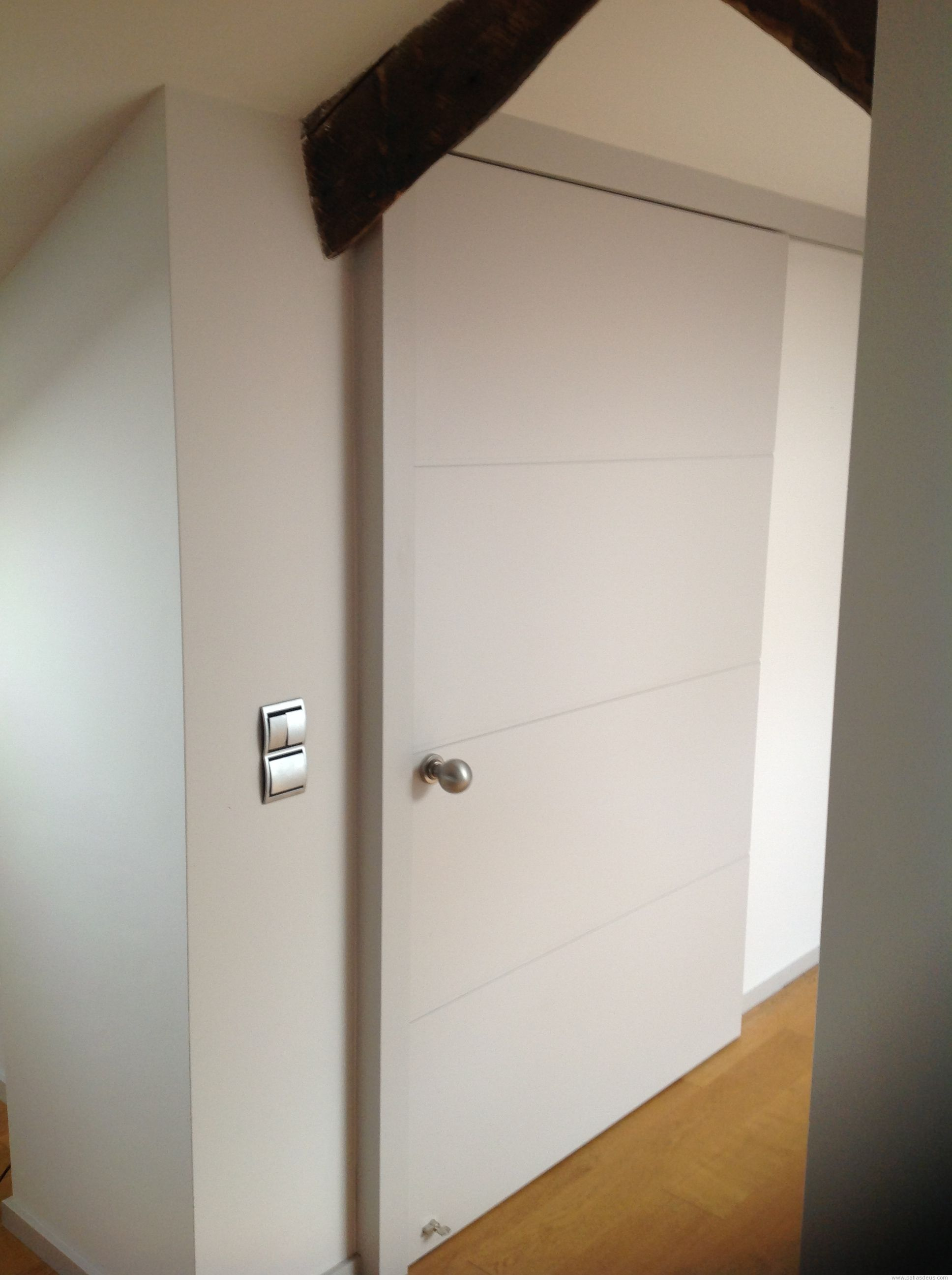 Puertas correderas lacadas en blanco trendy fabricamos - Puertas correderas abatibles ...